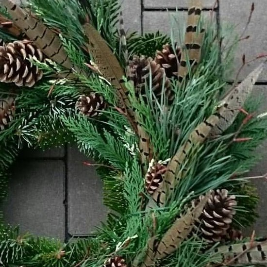 Basic festive wreath, easy DIY.
